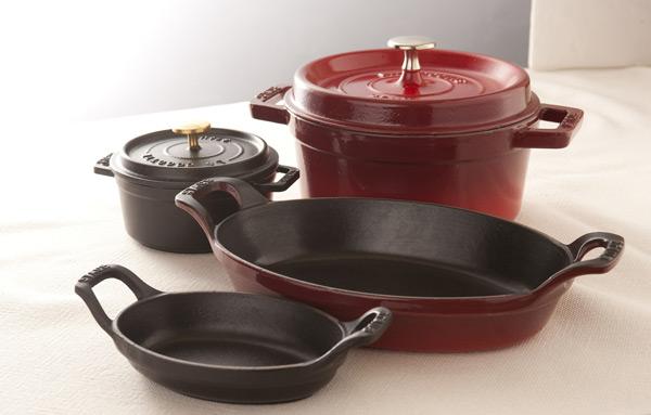 人気のオーバルの鍋にあわせても。