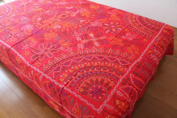 バングラデシュの伝統刺繍ノクシカタを再び。